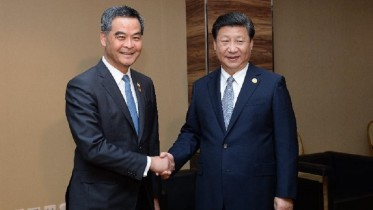 President Xi Jinping meets with Chief Executive Leung Chun-ying on the sidelines of an Apec summit in Manila.