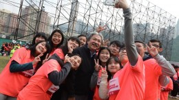 Financial Secretary John Tsang Chun-wah is no miser when it comes to mingling with the young people.