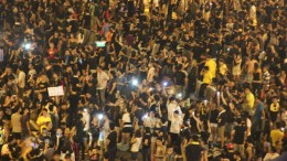 Hong Kong has survived unharmed from economic shock but finds no way in handling political crises.