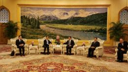Chinese vice president Li Yuanchao (middle) meets with a delegation of senior government officials led by civil service minister Cheung Wan-ching (on Li's right) in Beijing on Tuesday.