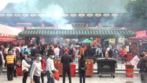 Hongkongers make a wish at Che Kung Temple.