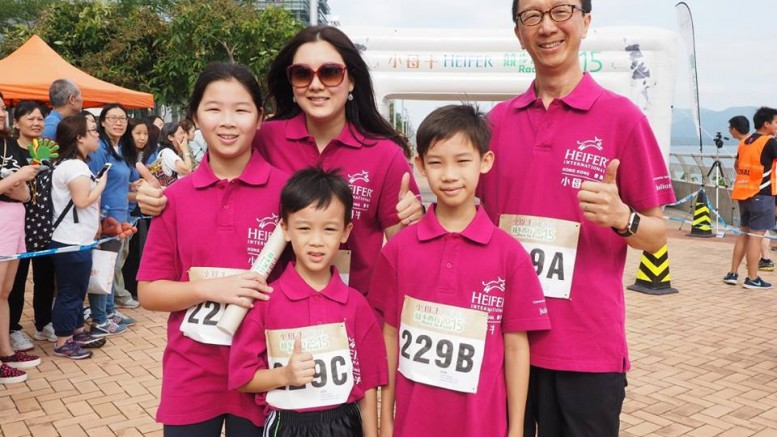 Former financial secretary Antony Leung and his family join a Heifer charity event. Leung makes a political comeback by giving diagnosis on education.