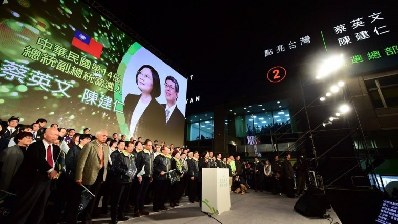 Tsai Ing-wen, Taiwan's president-elect, leads his campaign team to express gratitude to supporters in a post-victory rally on Saturday.