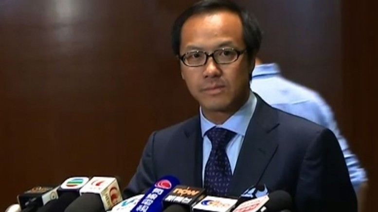Legislator Kenneth Leung, who represents accountants, likens the government's decision not to set up an inquiry on the Mong Kok 'riot' as 'ducking oneself under the sand.'